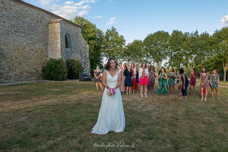 Lance de bouquet mariage a la grange du prieure
